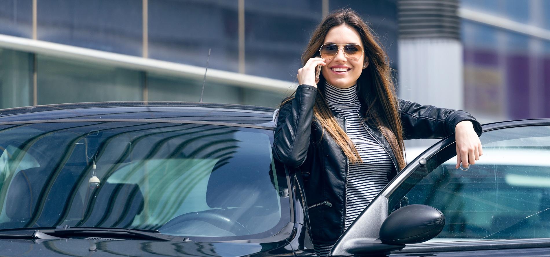 Entrega y devolución del vehículo en el aeropuerto, puerto de Mahón y ciudad Mahón gratuita.